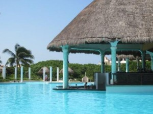 Grand Palladium Swim Up Pool Bar